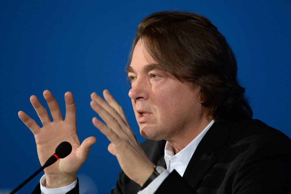 Эрнст объявил, что 1-ый канал небудет менять формат новогодних огоньков