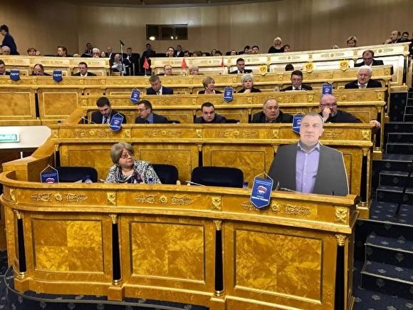 «Картонный депутат» принял участие в совещании парламента Ленобласти