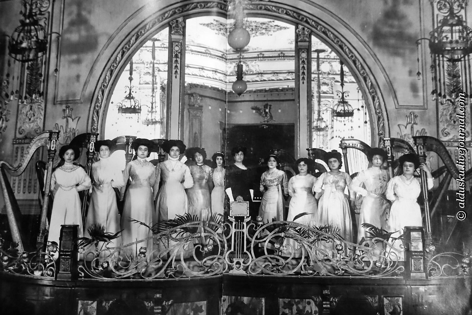 Выступление арфисток в ресторане «Палкин» 1910 г.