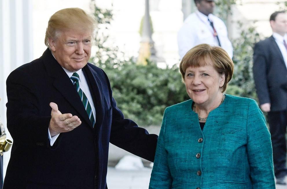 Трамп пожал руку Меркель - Варламов врет