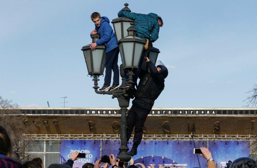 Запад не будет подыгрывать Навальному. Пока