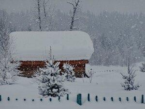 Снег кружится и заметает...