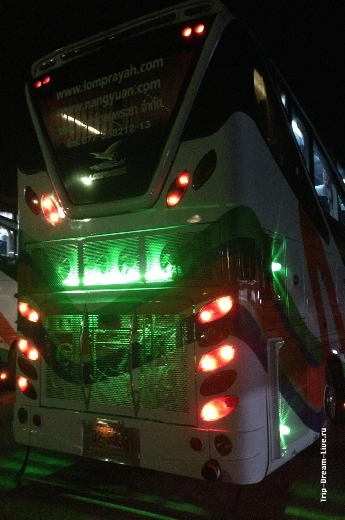 Тайский автобус, вид сзади