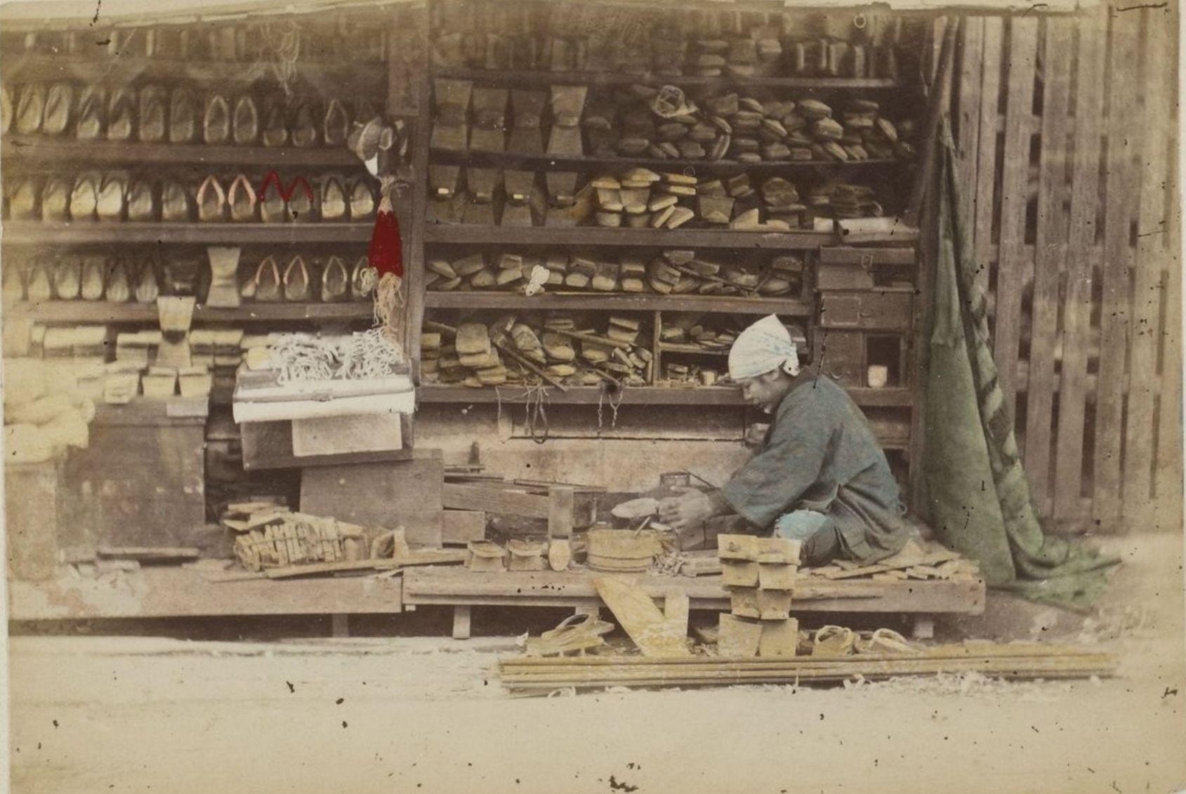 Торговец обувью