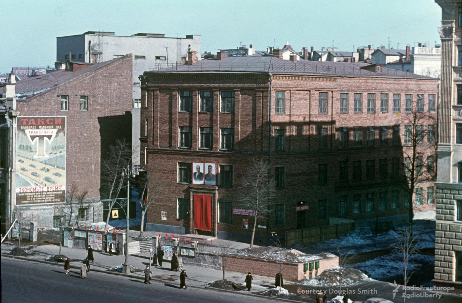 79. Улица Чайковского. Здание через дорогу от американского посольства