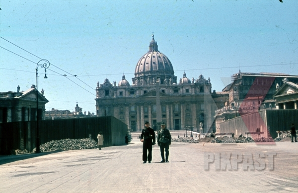 stock-photo-rome-italy-vatican-1944-panzer-feldwebel-soldier-visiting-before-surrender-bomb-damage-8888.jpg