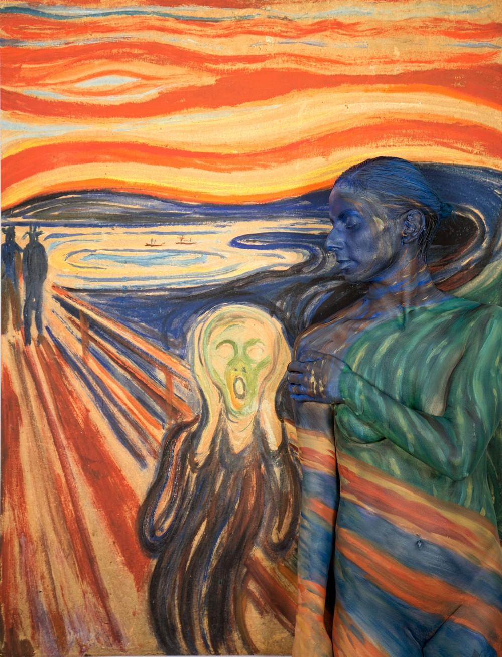 Обнаженные тела на фоне самых дорогих произведений искусства