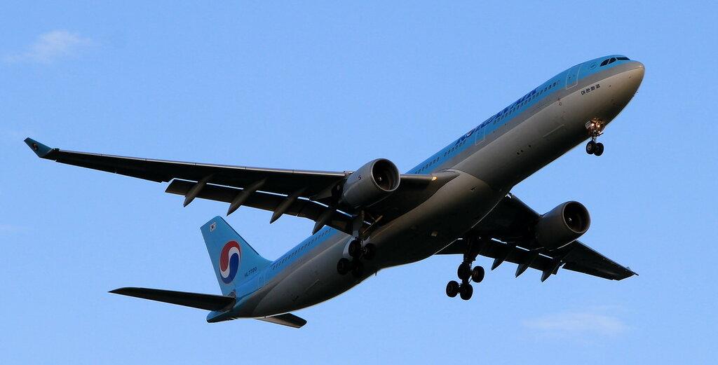 Airbus A330-323 </p><p> REGISTRATION </p><p> HL7720