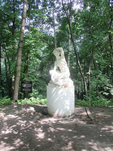 """Скульптура """"Осень"""" в Нескучном саду"""