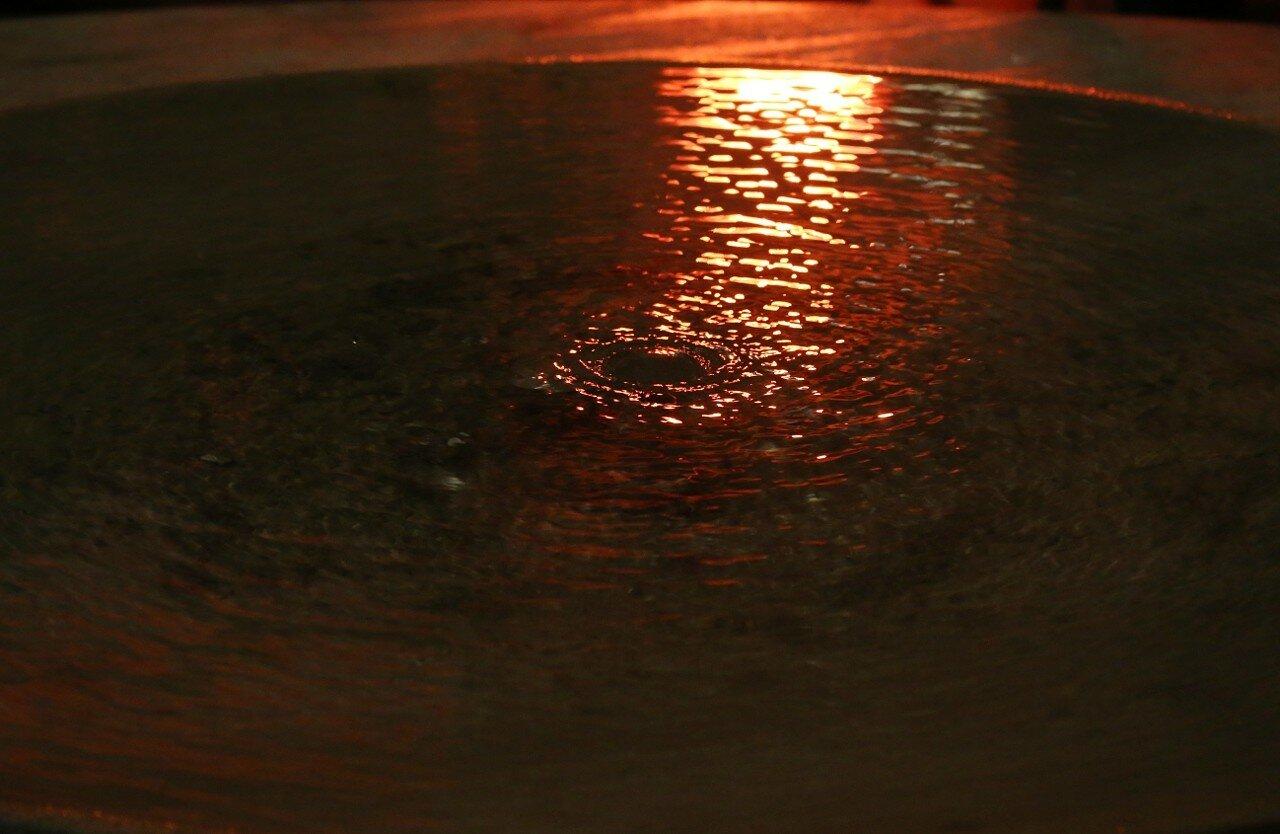 Ночная Малага. Фонтанчик на площади Карбон