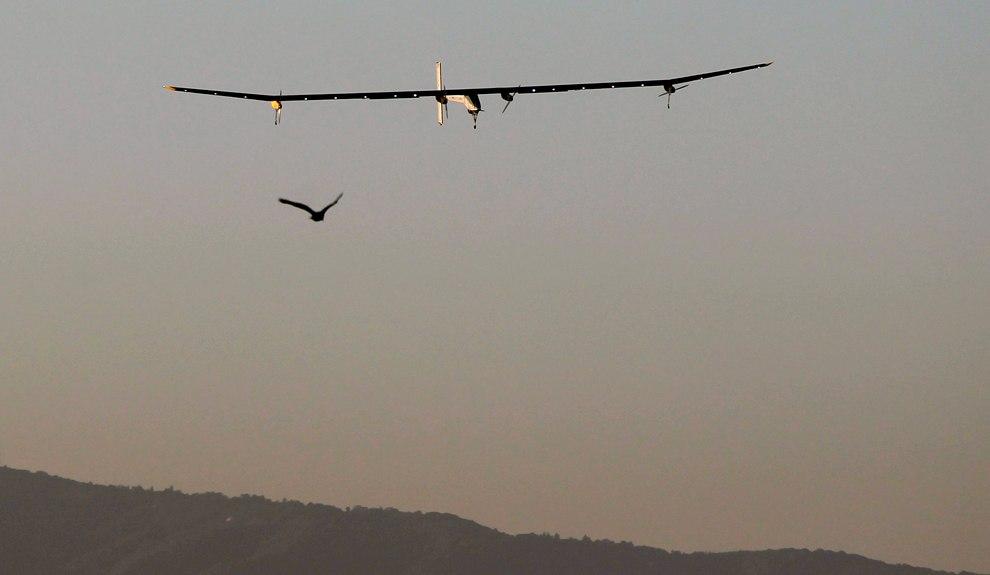 «Солнечный импульс» и мост «Золотые Ворота» в Сан-Франциско, 23 апреля 2013. Также смотрите ста