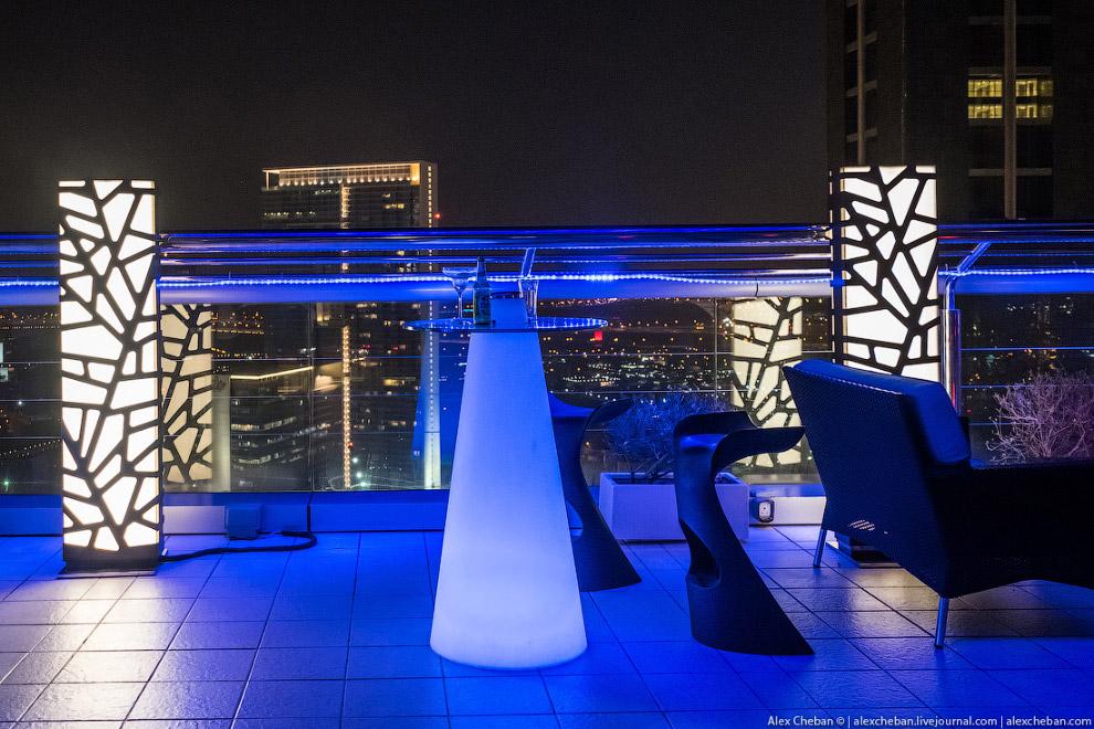 10. Летом в течении дня в воздухе дымка, поэтому, к примеру, идти днем на Burj Khalifa я не сов