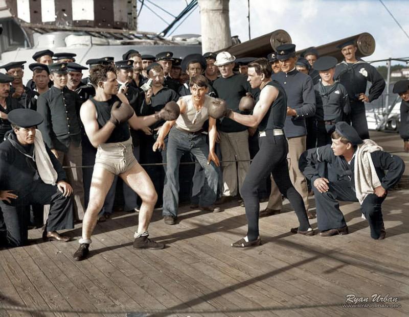 Поединок по боксу на борту американского военного корабля. Июль 1899 года.