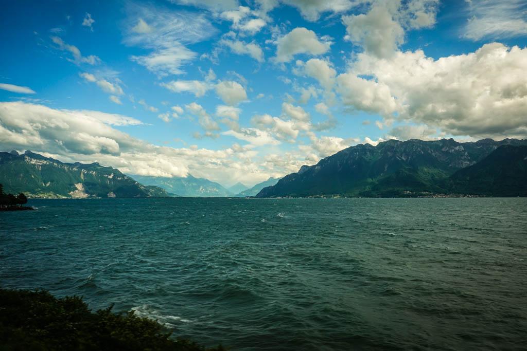 Тогда кажется, что весь этот великолепный пейзаж создан специально для вас — для пассажира. Например