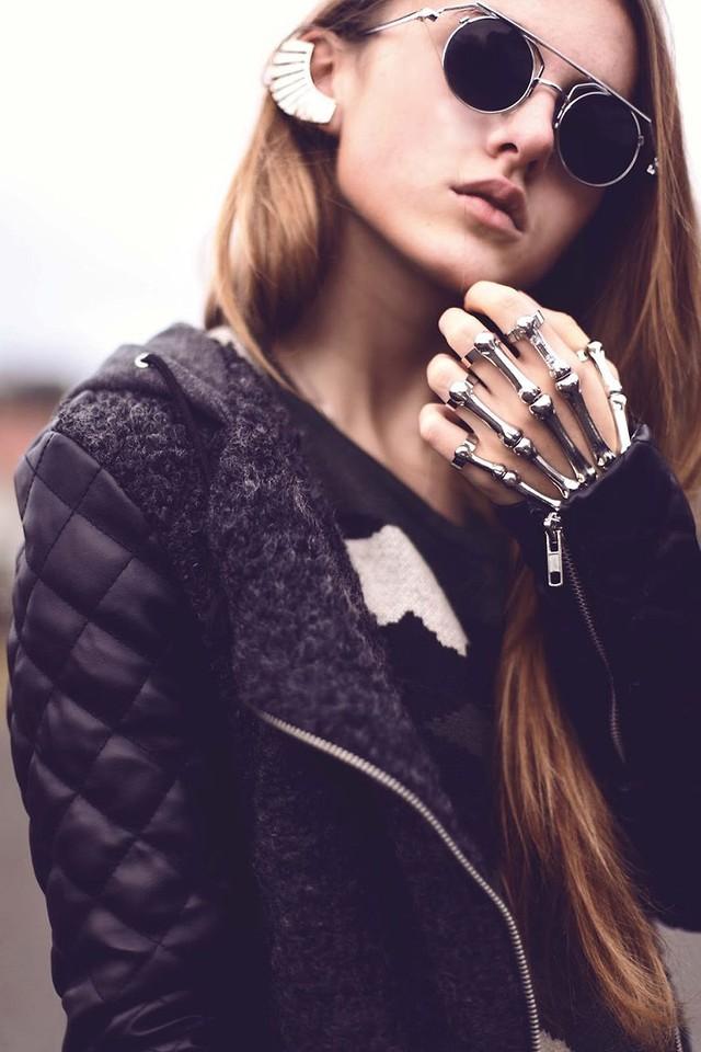 18. Скелет Массивные кольца, которые повторяют скелет человеческого запястья.