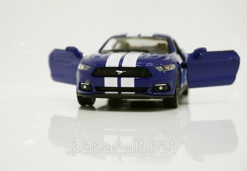 Kinsmart Ford Mustang GT 28.jpg