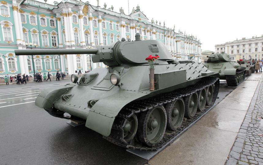 20170807_17-42-Выставка военной техники на Дворцовой площади продлится 5 дней-pic1