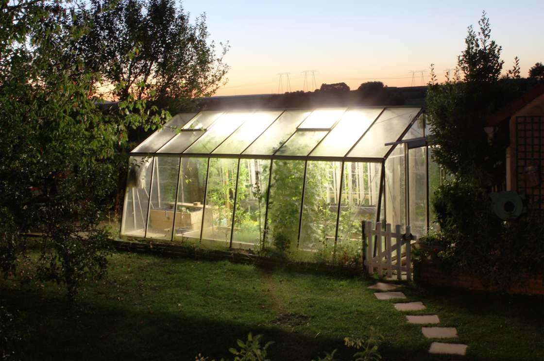 The MyFood project, ecological and open source, combines a connected greenhouse, an aquaponic system