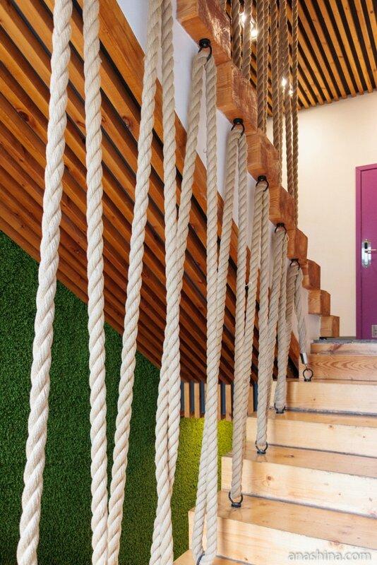 Деталь лестницы в отеле Wardenclyffe Volgo-Balt, Вытегра