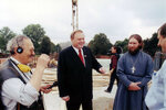 16.08.2000 г., Губернатор Леонид Горбенко на строительной площадке.