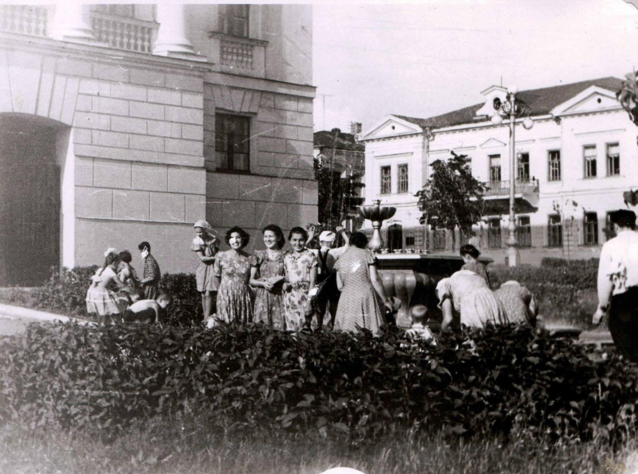 1950-е. Сквер за театром