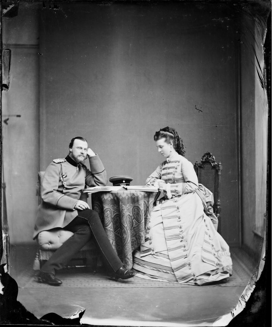 Альбрехт (8.05.1837  — 13.09. 1906 ) — принц прусский, сын принца Альбрехта и Марианны Оранской-Нассау, племянник императора Вильгельма I. Мария Фридерика Саксен-Альтенбургская (2 августа 1854 — 8 октября 1898) — принцесса Саксен-Альтенбургская,
