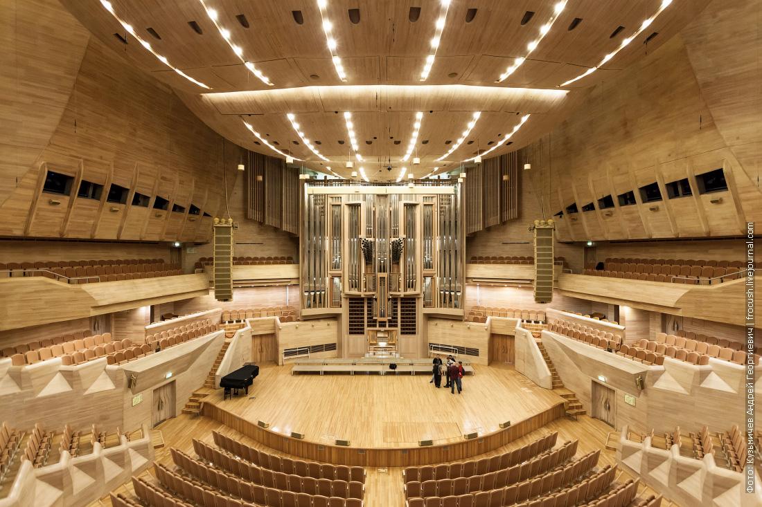Светлановский зал Московского международного дома музыки где установлен самый большой в России орган