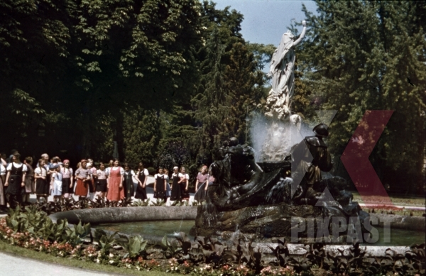 stock-photo-fountain-in-baden-austria-1937-12689.jpg