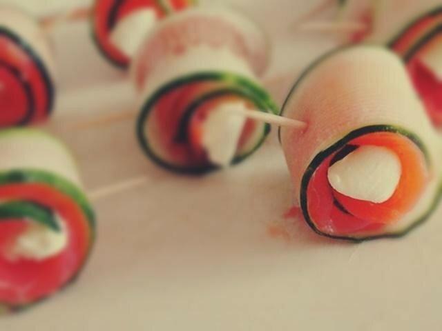 Закуска рулетики из форели и огурца   вкусная, красивая и простая