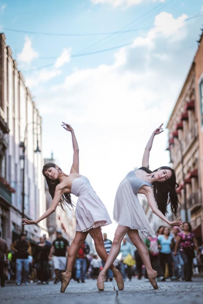 Артисты балета на улицах Мехико приводят в восторг горожан