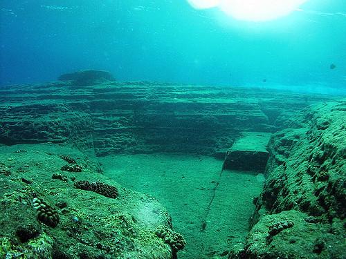 Вокруг этих пирамид, найденных наберегу острова Йонагуни, досих пор неутихают споры. Ученые пытаю