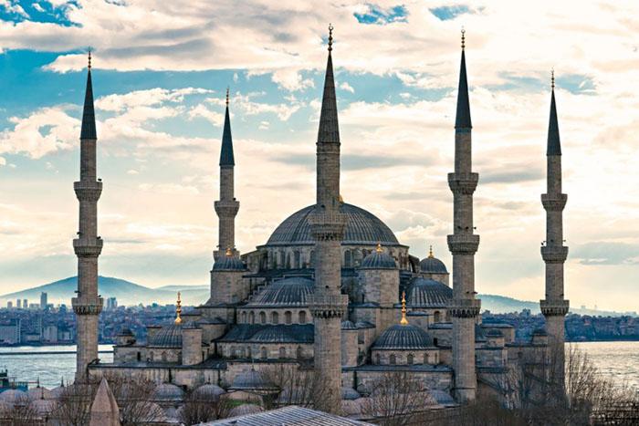 Голубая мечеть  Голубая мечеть находится в Стамбуле. Она была построена в 17 столетии султан