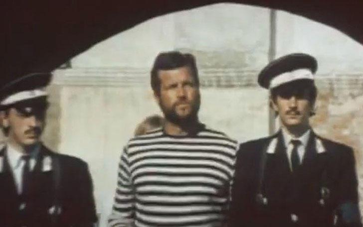 Михаил Боярский, 1971, «Держись за облака» — конвоир, ведущий на казнь.