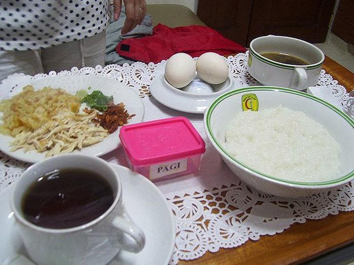 15. Джакарта, Индонезия: макароны, курица, яйца, бульон, рисовая каша.