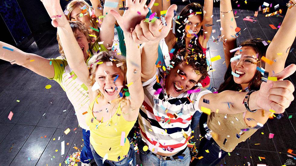 Времена, когда любое празднество состояло из обильного застолья с неизменным меню, большим количеств