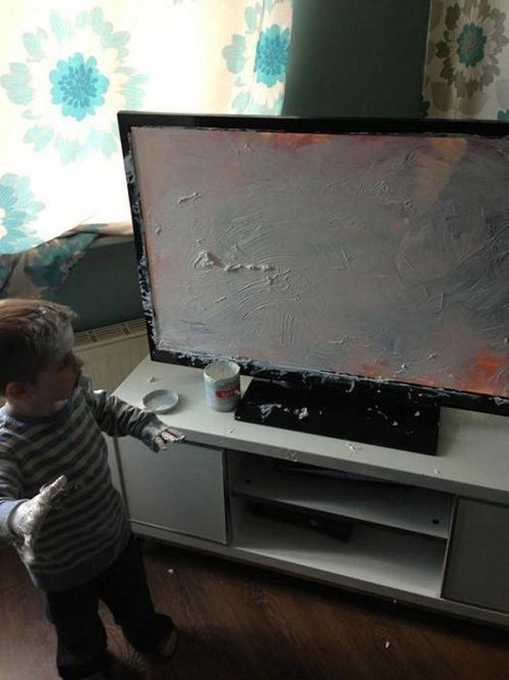 3. Даже если у вас был плоский экран — не расстраивайтесь! Хомяка или рыбку в него, конечно, уже не
