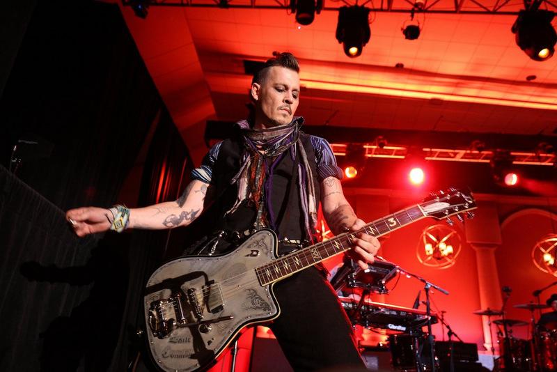 Актеру принадлежит более 70 коллекционных гитар.