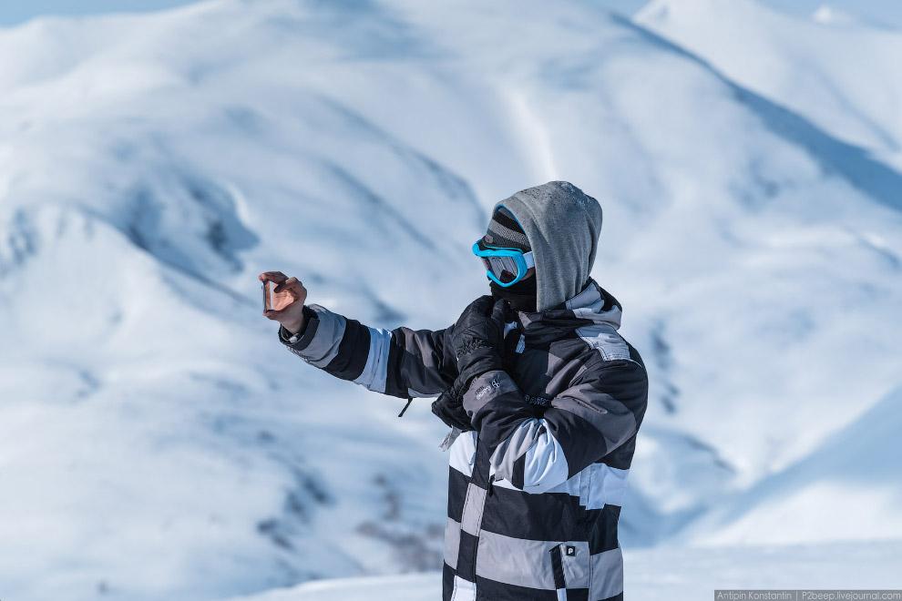 17. Ми-8 высадил горнолыжников на склоне Вилючинского вулкана. Когда они спустятся, он уже буде