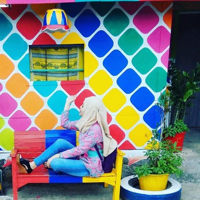 Арт-проект дал деревне импульс для развития: туристы разузнали, что в Индонезии появились разноцветн