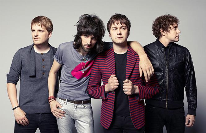 Kasabian В начале карьеры группа называлась Saracuse, но позже участники коллектива изменили названи