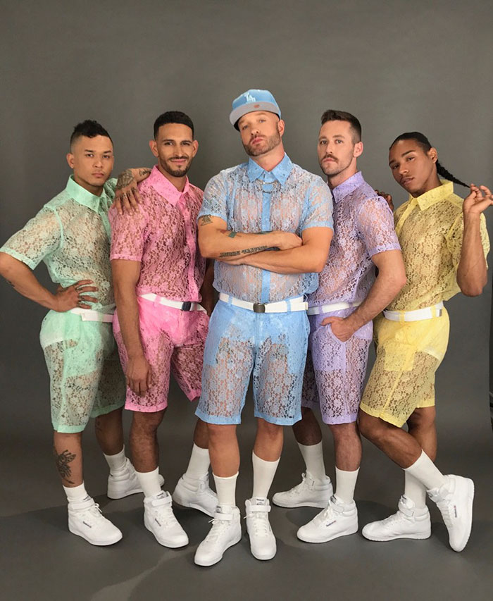 Кружевные костюмы от лос-анджелесского бренда Hologram City.