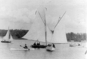 Яхты на озере
