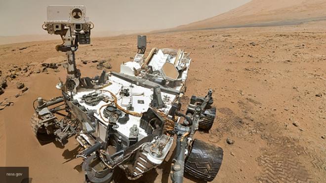 Марсоход Curiosity сломал колесо