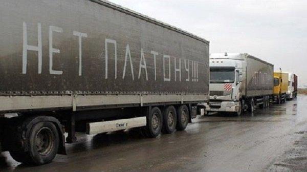 После встречи сдальнобойщиками Медведев отменил повышение тарифа «Платона»