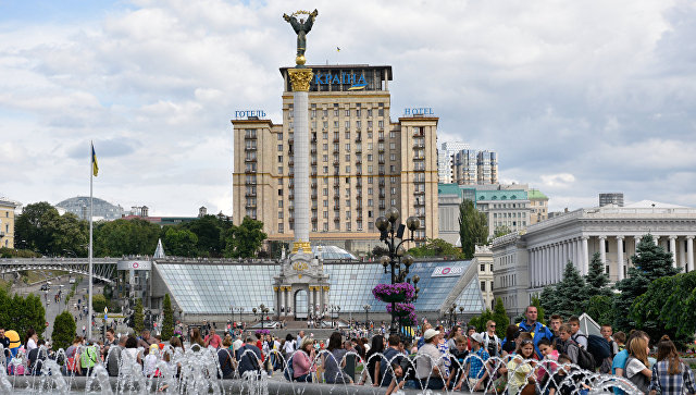 20170702_13-35-В Киеве генерала Ватутина поменяли на эсэсовца Шухевича-pic1