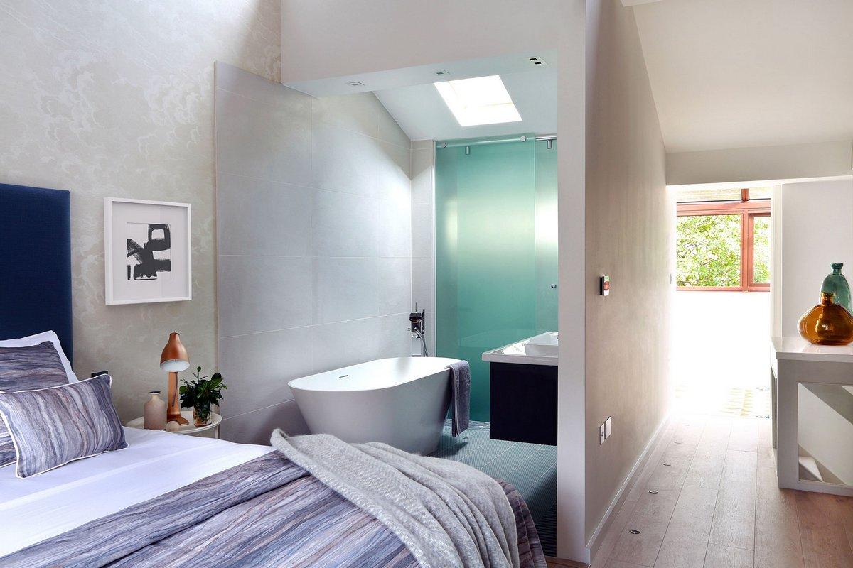 спальня со собственной ванной