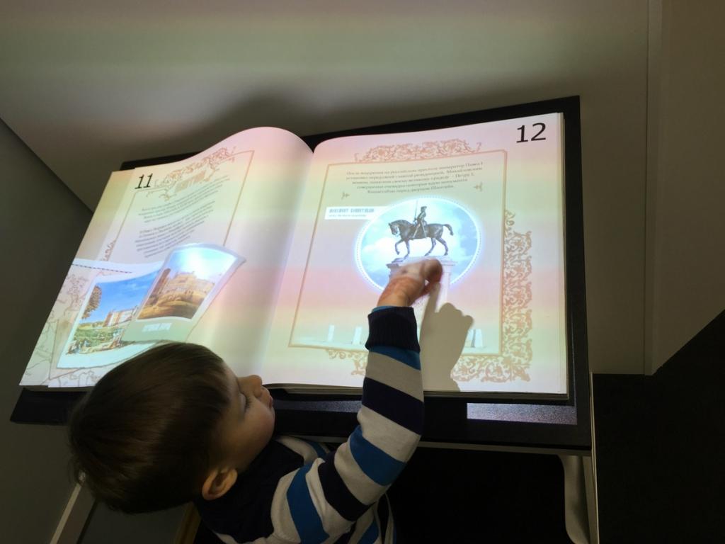 Книга с мальчиком.jpg
