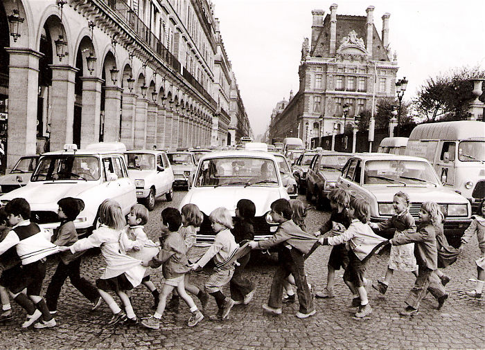 historical-children-playing-photography-38-589dbf240c2af__700(1).jpg