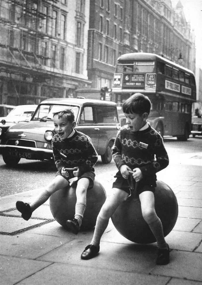 historical-children-playing-photography-58a4176890e71__700.jpg