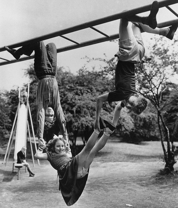historical-children-playing-photography-59-58ac1a6f80c4b__700.jpg